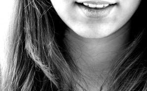 Idealny uśmiech dzięki koronom pełnoceramicznym